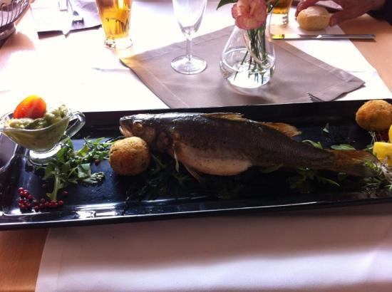Restauracja Przystan: Sea bass delicioso, con guacamole,arrozy espinacas.