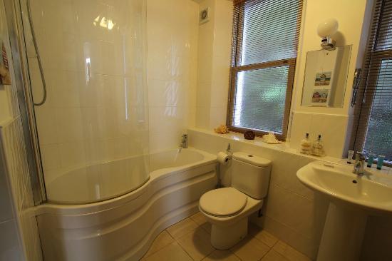 Westcliff Apartments: Bathroom