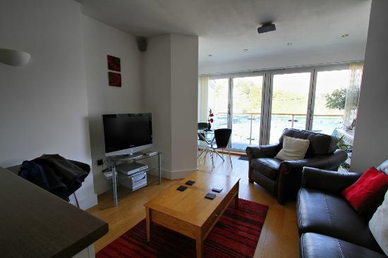 Westcliff Apartments: Living Area