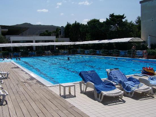 Piscina foto di nettuno resort capo d 39 orlando tripadvisor for Piscina olimpia nettuno