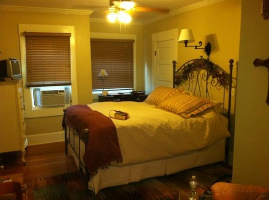 Hillcrest House Bed & Breakfast: the wonderful bed