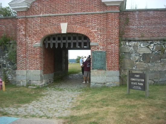 Fort Constitution Historic Site: The main gate to the fort