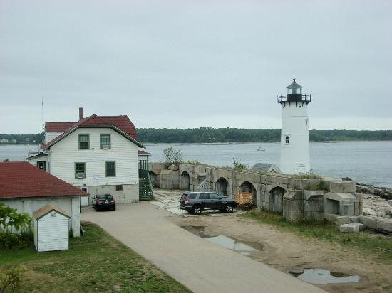 Fort Constitution Historic Site: The lighthouse adjacent to the Coast Guard Station next door to the fort.