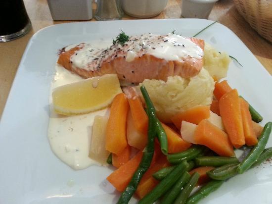 The Coachman's Bar & Restaurant : filetto di salmone