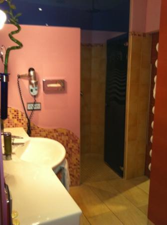 Paradiso Hotel: bathroom