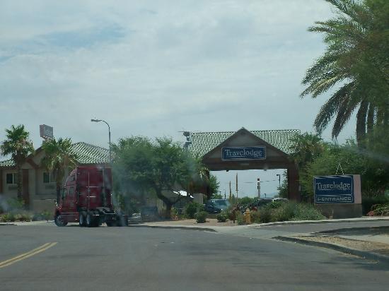 Travelodge Phoenix: outside of the motel