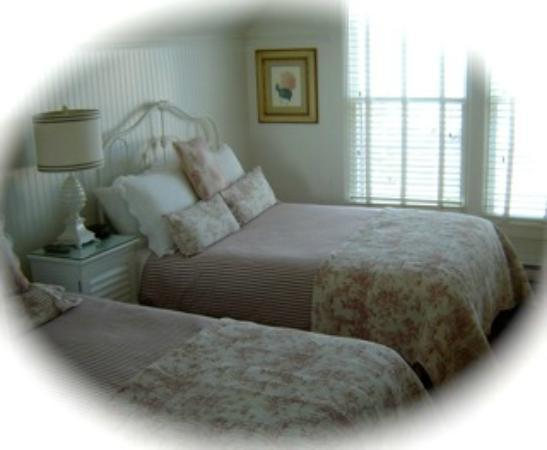 Mahone Bay Bed and Breakfast: Chelsea Room with 2 beds is one of the first choices