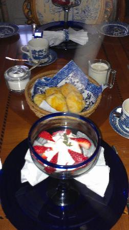 Mahone Bay Bed and Breakfast: Breakfast always has a fruit dish and home baking