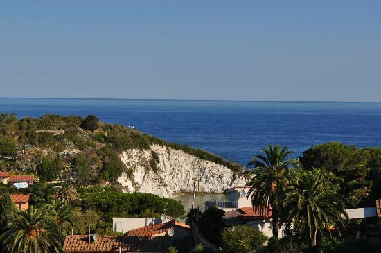 Hotel Villa Padulella : vista della parete della Padulella dal balcone al piano 3