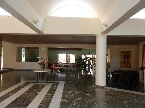 Hotel Delfina Beach: bar intérieur