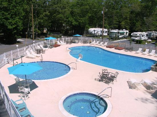 Holly Shores Camping Resort: heated pools