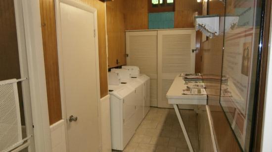 Holly Shores Camping Resort: laundromat