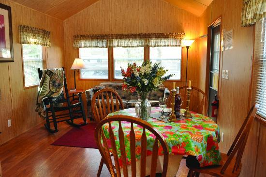 Holly Shores Camping Resort: premium cabin
