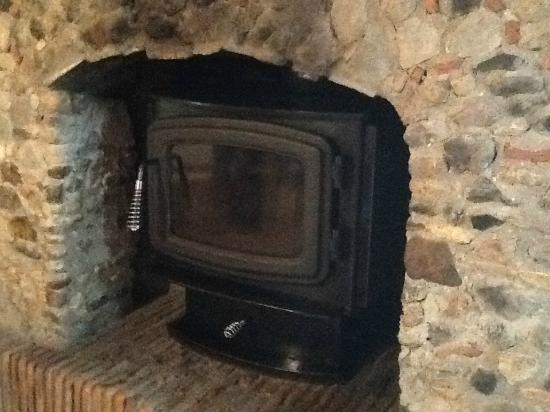 Hostal Casona de Manzano : Fireplace in our room