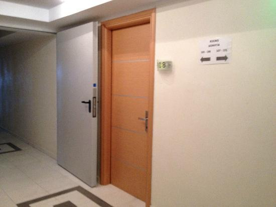 BEST WESTERN Galaxy Hotel: room`s door