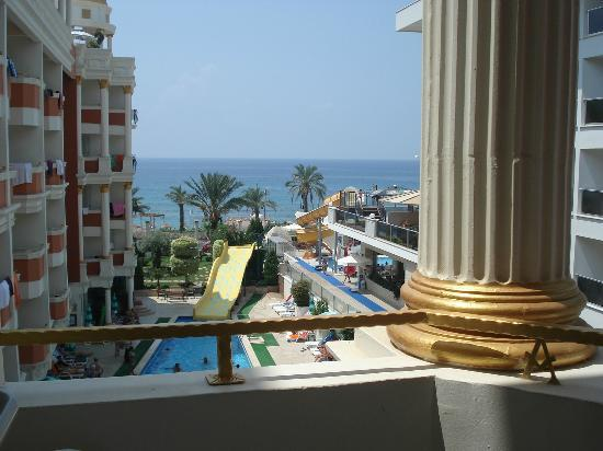 Antique Roman Palace: view on the pool and sea