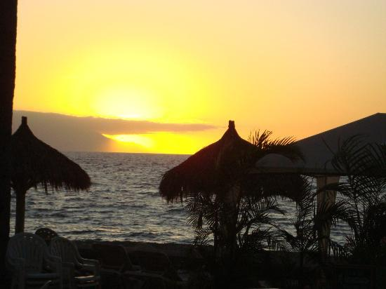 Sheraton Buganvilias Resort & Convention Center: Vista al mar desde restaurant