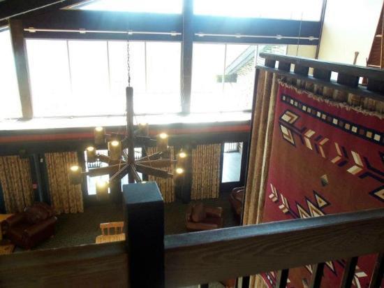 Shawnee State Park: Lodge Common room