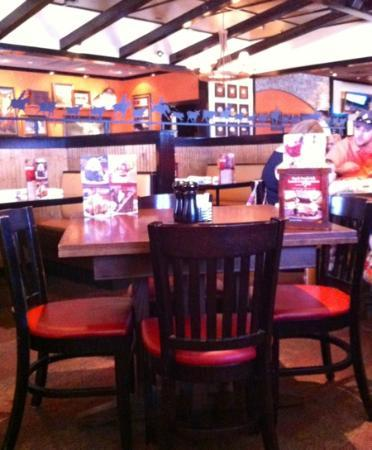 LongHorn Steakhouse: comfortable seating tables and booths