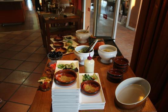 Ibis Hyeres Plage Thalassa: buffet ; animation