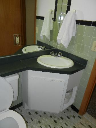 Dunham's Bay Resort: Bathroom sink