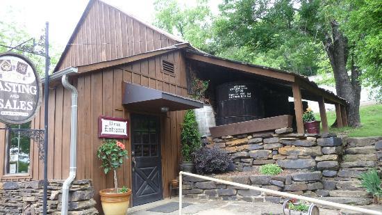 Mount Bethel WInery: Tasting building
