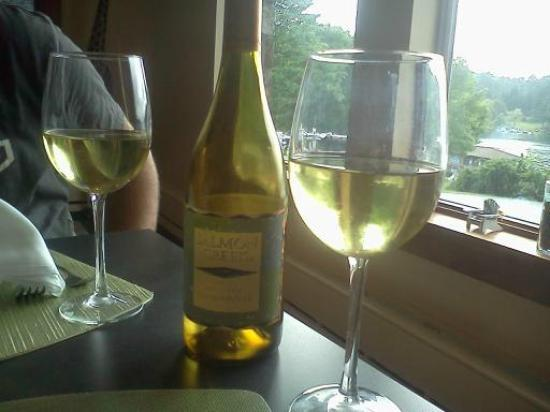 Dunham's Bay Resort: our free bottle of wine with dinner