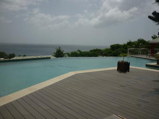 Le Rayon Vert: la piscine vue sur mer