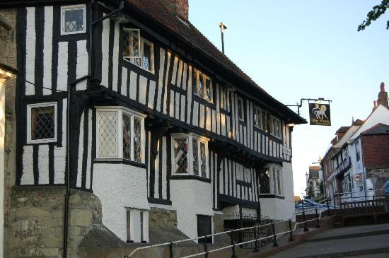 Ocklynge Manor Bed & Breakfast: great pub near Ocklynge Manor