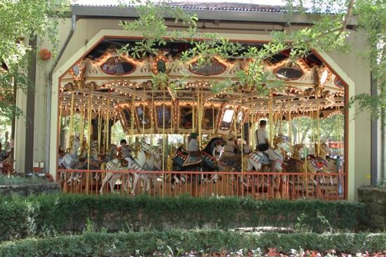 Gilroy Gardens Family Theme Park: Nice Carousel