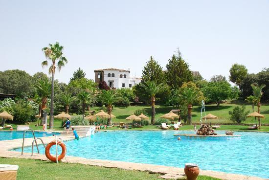 La Bobadilla, a Royal Hideaway Hotel: Espace piscine