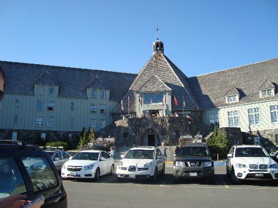 Ram's Head Bar: Timberline Lodge