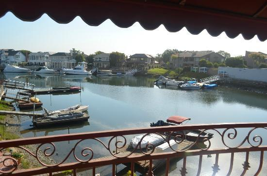 Best Western Harbour Inn & Suites: Great day view of Huntington Harbor from our balcony