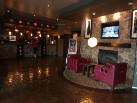 Sandman Hotel & Suites Kelowna: Halle