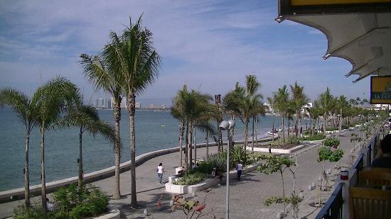 Villa Olivia: Malecon During The Day
