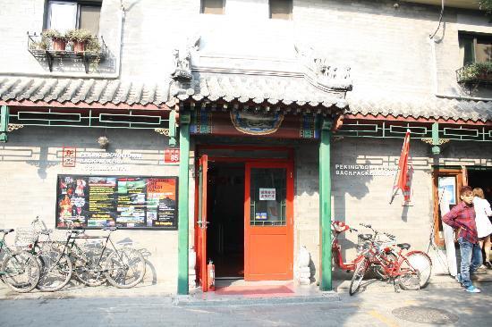 Beijing Downtown Backpacker Hostel : Hostel from the street