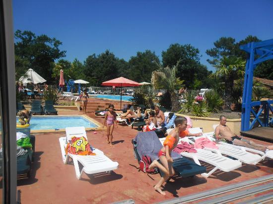 Camping Lou Puntaou: vu d'ensemble piscine