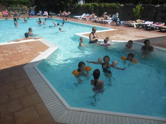 Camping Lou Puntaou: piscine jacuzzi