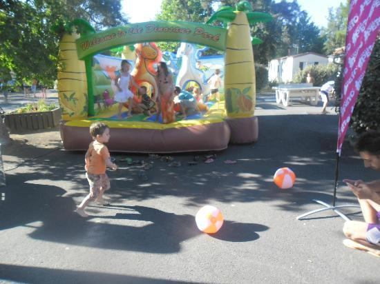 Camping Lou Puntaou: jeux gonflables 2 X dans la semaine