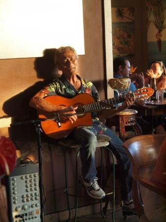 Keei Cafe : Charming, Keei guitarist