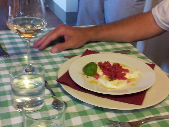 Agriturismo Marciano: freshest caprese salad anywhere