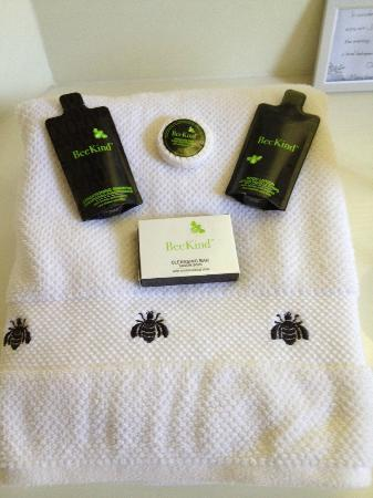 Two Bees Bed & Breakfast: Tasteful Bee-themed bath towel and toiletries