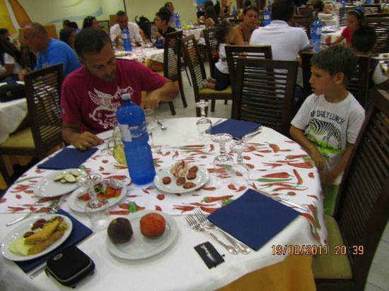 Hotel Club Baia dei Gigli: tavoli