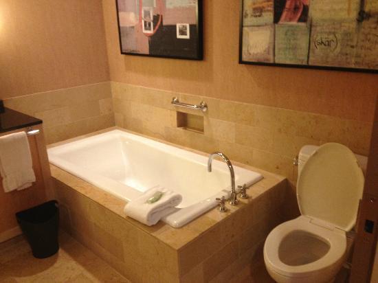 ذا ويستن سانت لويس: Separate tub--huge tub 