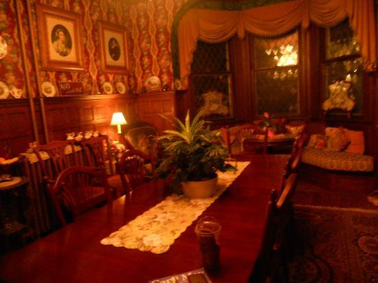Captain Mey's Bed and Breakfast: Main dining room