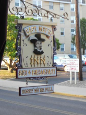 Captain Mey's Bed and Breakfast: Outside sign
