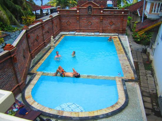 Mandhara Chico: Swimming pool