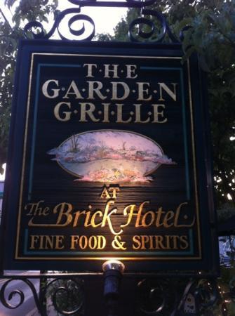 Brick Hotel & Restaurant