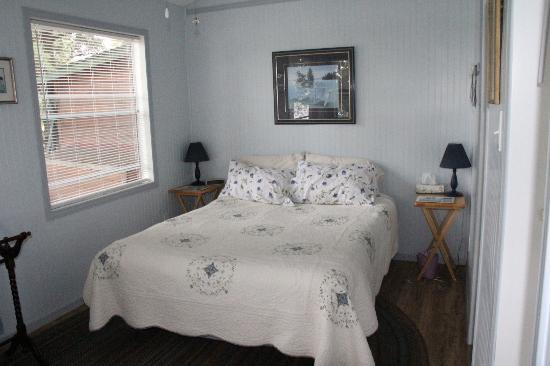 Howe Island B&B: The lovely bedroom with an awesome view of St. Lawrence River.