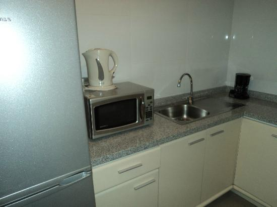 Plaza El Bosque San Sebastian : cozinha no apartamento